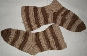 Die fertigen nadelgebundenen Socken